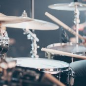 Lehet-e hangszeres zenét tanulni jelenlét nélkül?